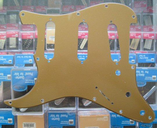 Fender American Deluxe Stratocaster Pickguard Gold LEFT HAND 0063541000